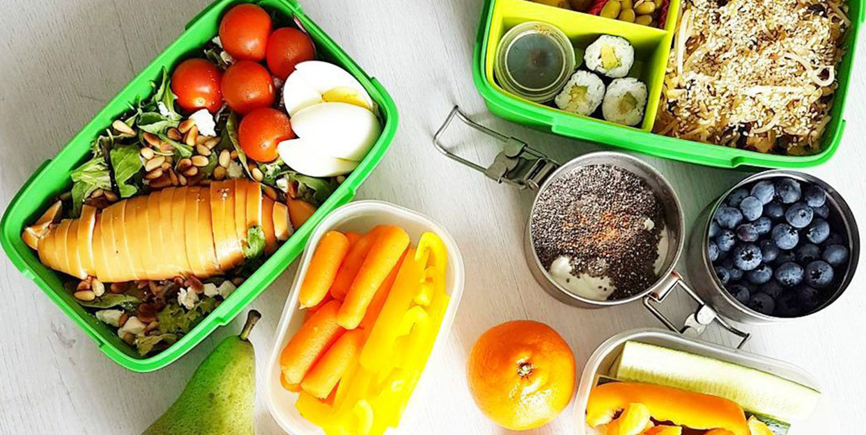 example of meal prepping healthy lunches and snacks for the week